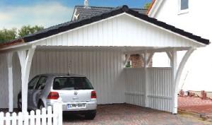 Carport mit Spitzdach und Gerätekammer