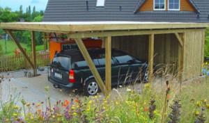 Carportanlage mit Holzblende und Gerätekammer