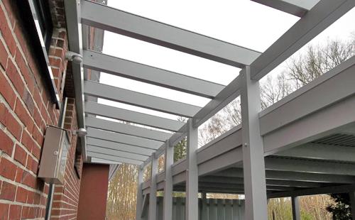 anbau-Carport_weiß-Trapezblech_Glas_Projekt_3_500px
